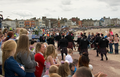 Morecambe Prom looking VERY busy.